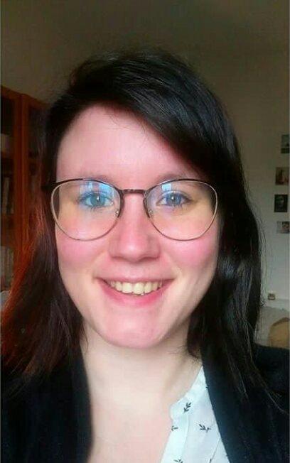 Découvrez le portrait de Julie, fondatrice de la Plume de Lyly